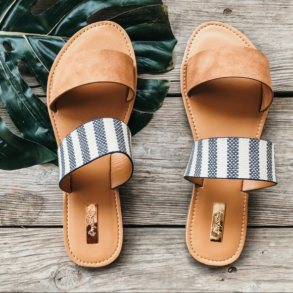 ee8049269 RESTOCKED Camel striped flat vacation sandals